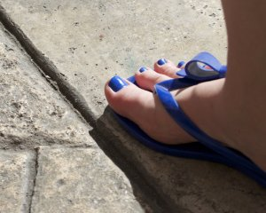blue_toes